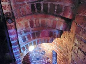 Burg Trakai: die Stufen der Spindeltreppe sind mit Backsteinen gewölbeartig hergestellt