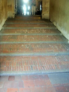 Prag, Hradschin, Reittreppe Bauzeit 1500, 8 Stufen 6-8 cm Steigung, Auftritt 105 cm, Laufbreite 353,
