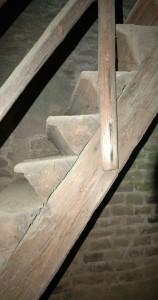 In die Stufenvorderseite ist ein kleines Profil angearbeitet