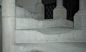 Treppeninnenansicht, die Stufen beider Treppen wurden in den 765 Jhren erheblich ausgetreten