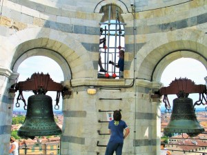 Der Glockenturm hat 7 Glocken zu tragen