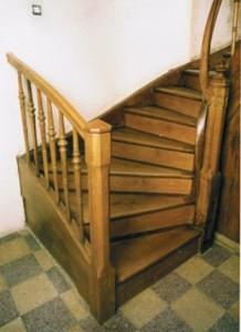Die sanierten, aufgesohlten Treppenstufen