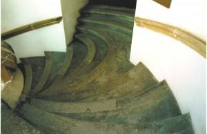 Übergang von Treppe und Stockwerk