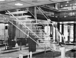 Die Firma Rosenthal ließ sich 1962 diese Plexiglastreppe in Düsseldorf einbauen
