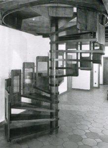 Material: gebeiztes Eschenholz, Bauzeit 1980, Frankental Rheinland-Pfalz