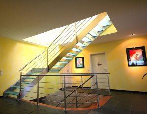 Mit der Kombination Edelstahl-Glas wird ein moderner Stil erzeugt