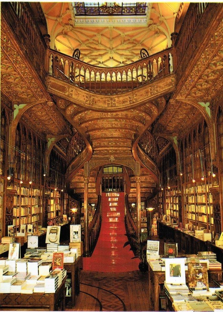 Der Buchladen Lello (Jugenstil) zählt zu den schönsten Buchläden Europas. Photographie: José Lust Braga, Estudio 161 (2001)