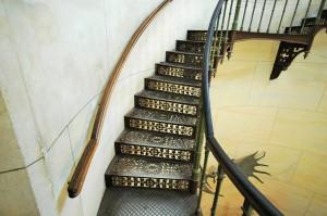 Ein Treppenarm zwischen den Podesten