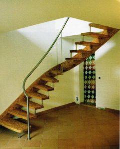 Stufen und Wangen bestehen aus dem Holzwerkstoff Parallam