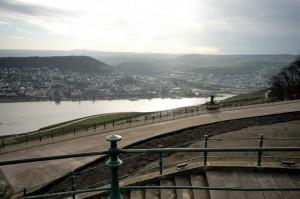 Blick ins Rheintal, halbrechts die Mündung der Nahe
